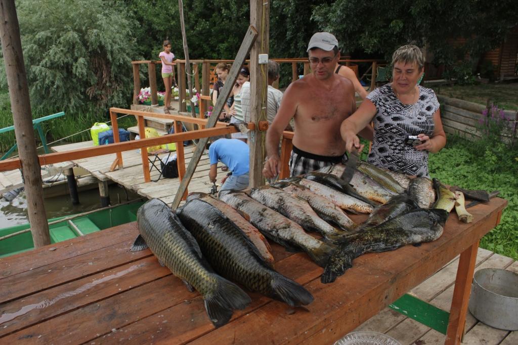 почты дома отдыха с отличной рыбалкой ЛЮДЕЙ, КОТОРЫЕ